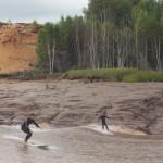 tidal-bore-surfers400